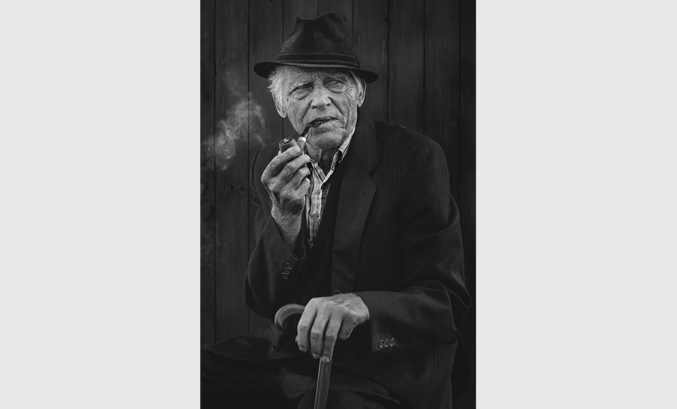 Old man with a pipe-PROŠLA